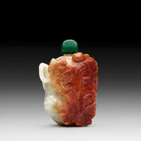 A JADEITE 'MELON' SNUFF BOTTLE Late Qing dynasty