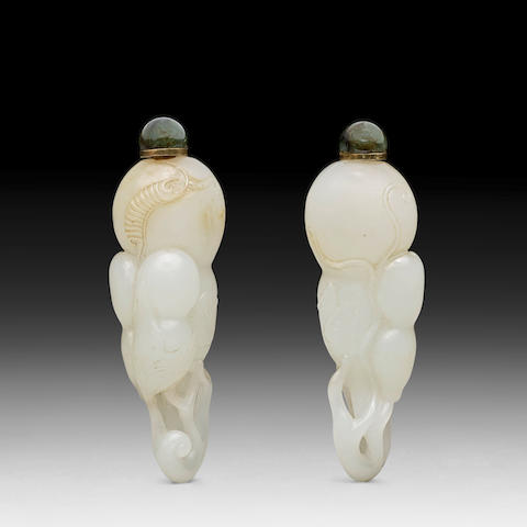 A WHITE JADE 'DOUBLE-GOURD' SNUFF BOTTLE 19th century