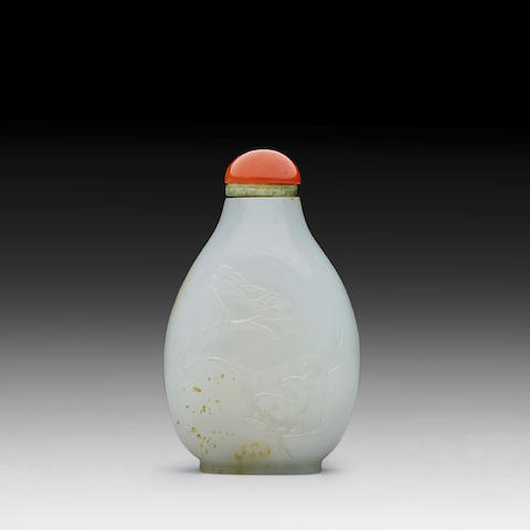 A WHITE JADE 'LONGEVITY' SNUFF BOTTLE 18th/19th century
