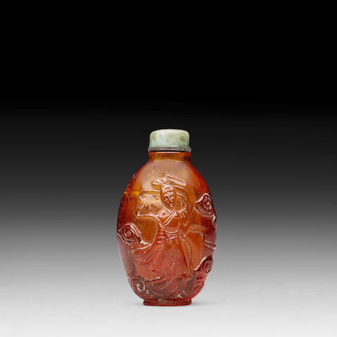 AN AMBER 'IMMORTAL' SNUFF BOTTLE 19th century