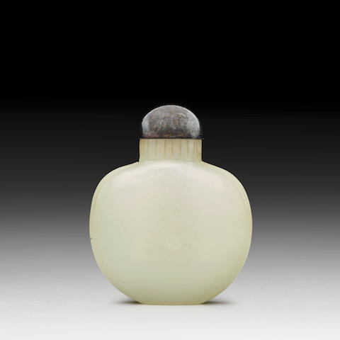 A WHITE JADE 'PURSE' SNUFF BOTTLE Late Qing dynasty