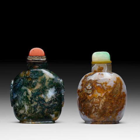 TWO AGATE SNUFF BOTTLES 18th/19th century
