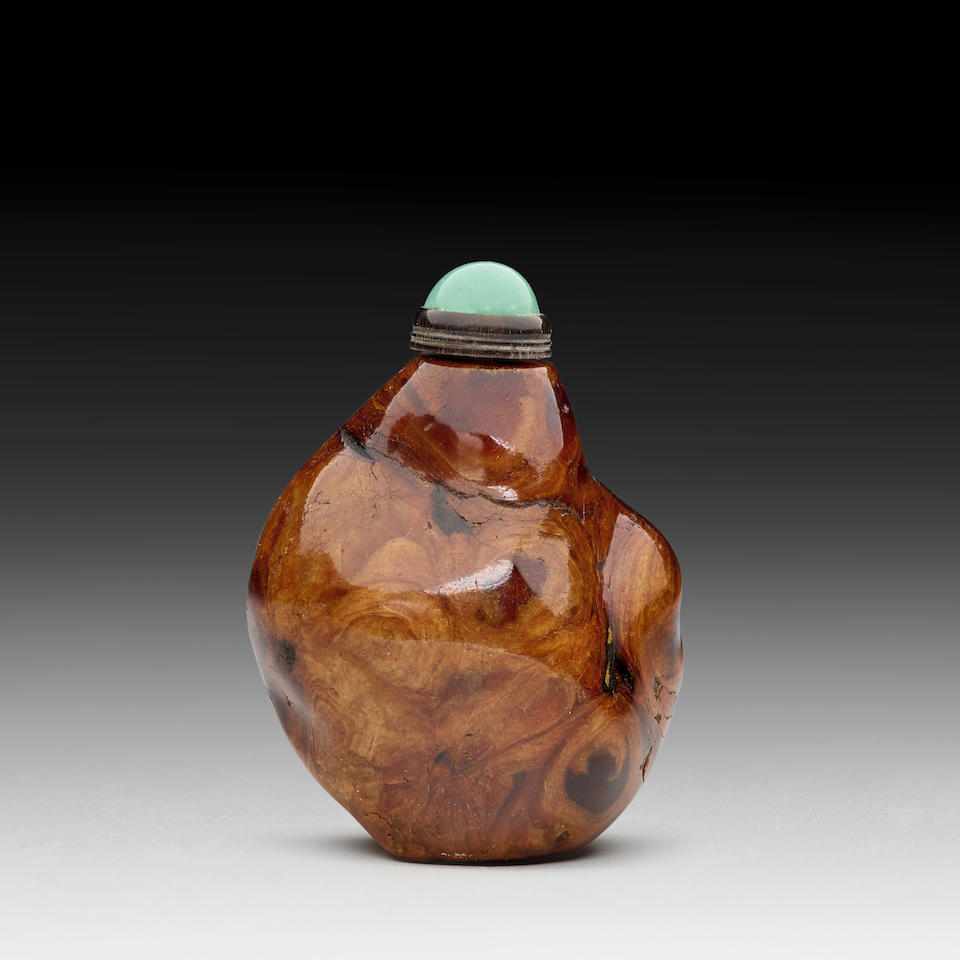 A ROOT AMBER 'PEBBLE' SNUFF BOTTLE 18th/19th century