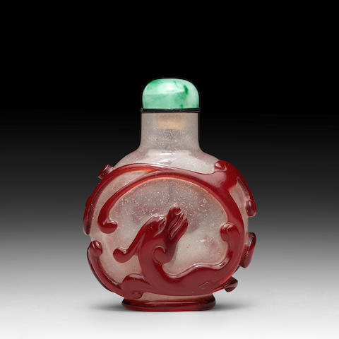 A RED OVERLAY TRANSPARENT GLASS 'CHILONG' SNUFF BOTTLE 1750-1800