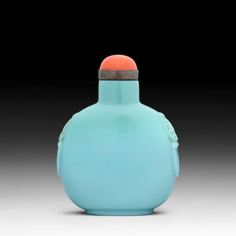 A TURQUOISE GLASS SNUFF BOTTLE  1750-1820