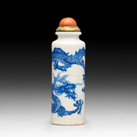 A BLUE AND WHITE PORCELAIN SNUFF BOTTLE 19th Century