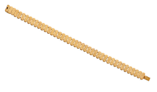 An 18k gold engraved bracelet