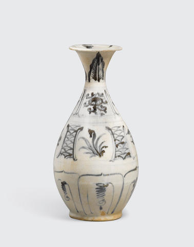 A blue and white bottle, binh ty ba Le dynasty, 15h/16th century