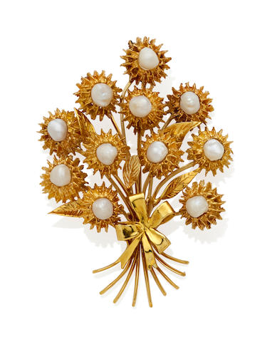 A freshwater pearl and gold brooch