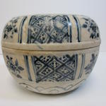 A large blue and white circular box and cover Le Dynasty, 15th/16th century