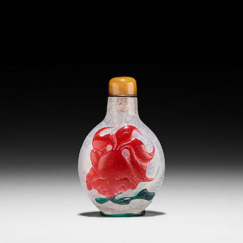 A THREE-COLOR OVERLAY TRANSPARENT GLASS SNUFF BOTTLE 1780-1850