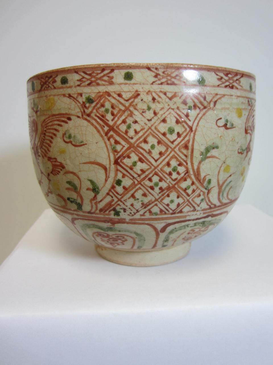 A deep bowl with polychrome enamel decoration Le dynasty, 16th century, the decoration possibly later