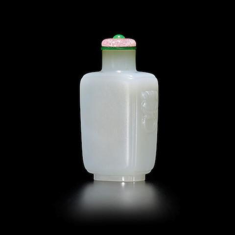 A WHITE JADE SNUFF BOTTLE 18th century