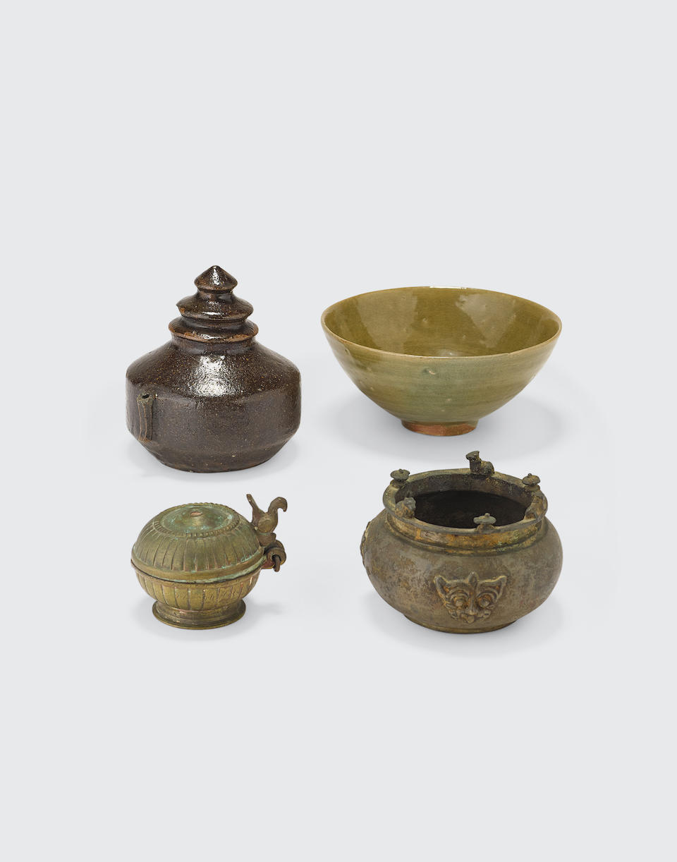 A group of five Asian decorative items in varied media (5)