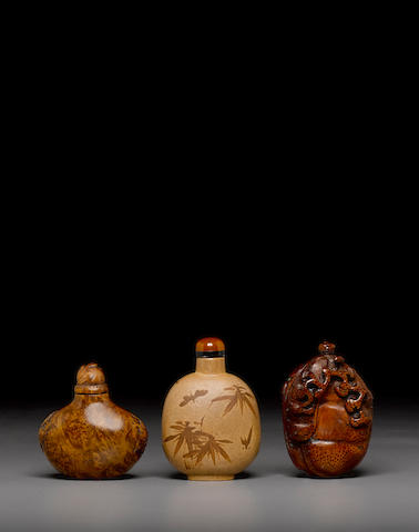 A group of three snuff bottles 19th/20th century