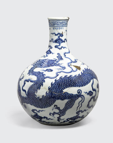 A blue and white dragon vase, tianqiuping  Xuande mark, Republic period