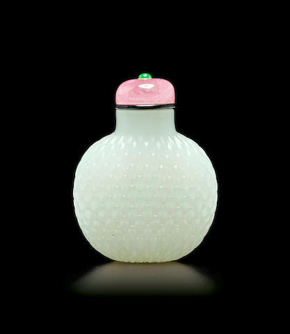 A white jade 'basket weave' snuff bottle 1750-1830