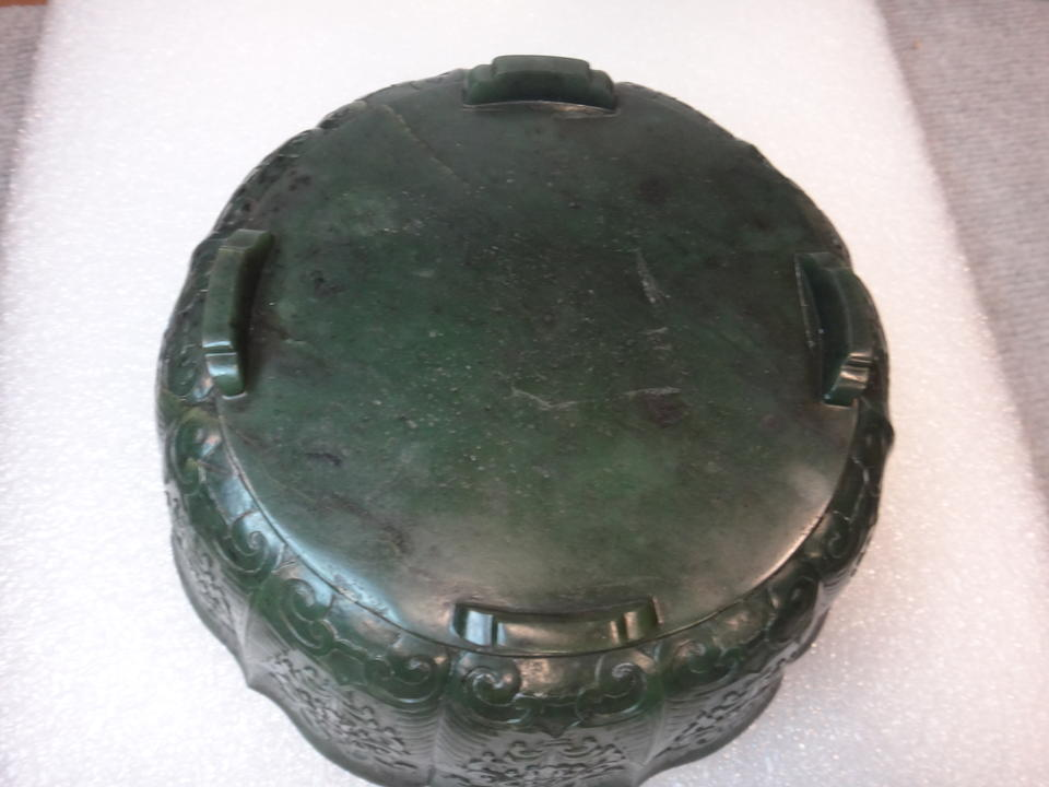 A SPINACH JADE MUGHAL-STYLE FLORAL BOWL Qing dynasty