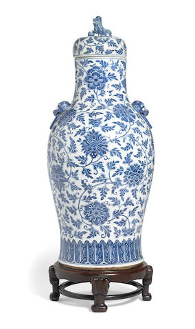 A large blue and white floor vase with cover Late Qing/Republic period