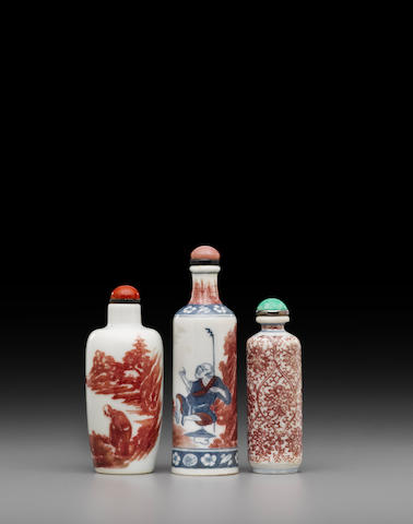 Three porcelain snuff bottles 19th century/early 20th century (3)