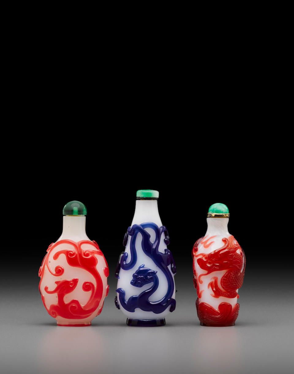 Three overlay decorated glass 'dragon' snuff bottles Late 18th/19th century (3)