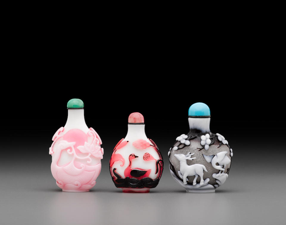 Three dual overlay decorated glass snuff bottles 19th to 20th century (3)