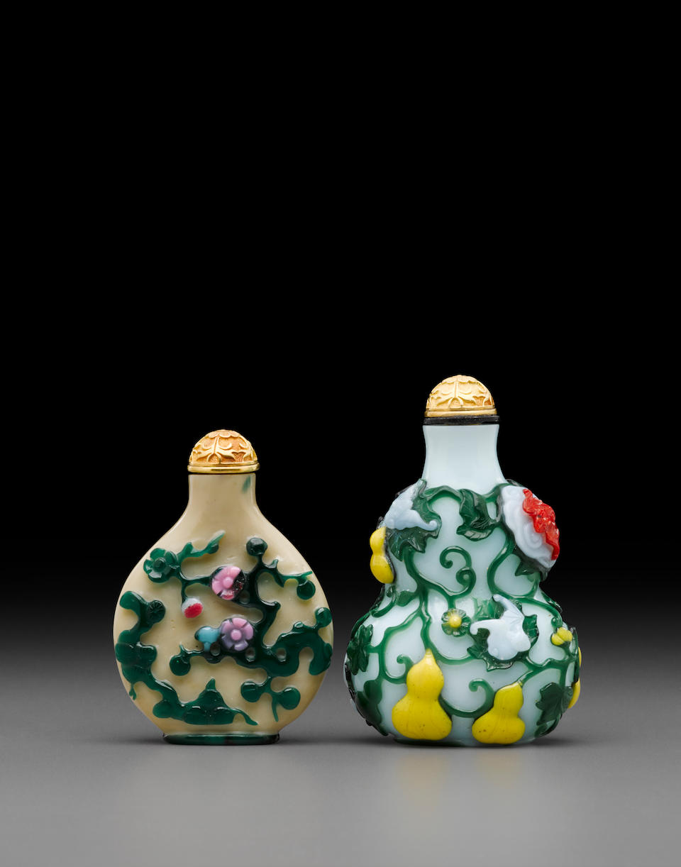 Two overlay decorated glass snuff bottles 18th/19th century (2)