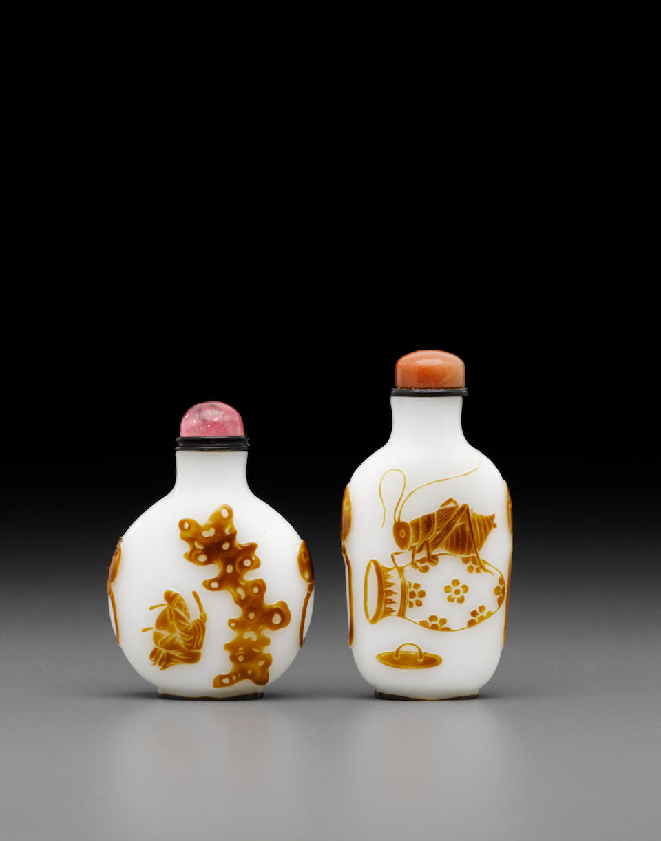 Two brown overlay milky-white glass snuff bottles Yangzhou School, late 19th century (2)