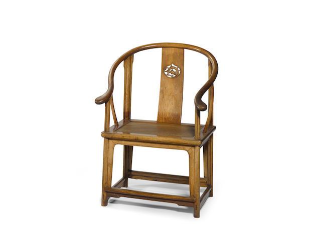 A huanghuali horseshoe back chair, Quanyi  17th/18th century