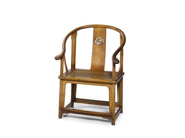 A huanghuali horseshoe back chair, Quanyi  17th/18th century