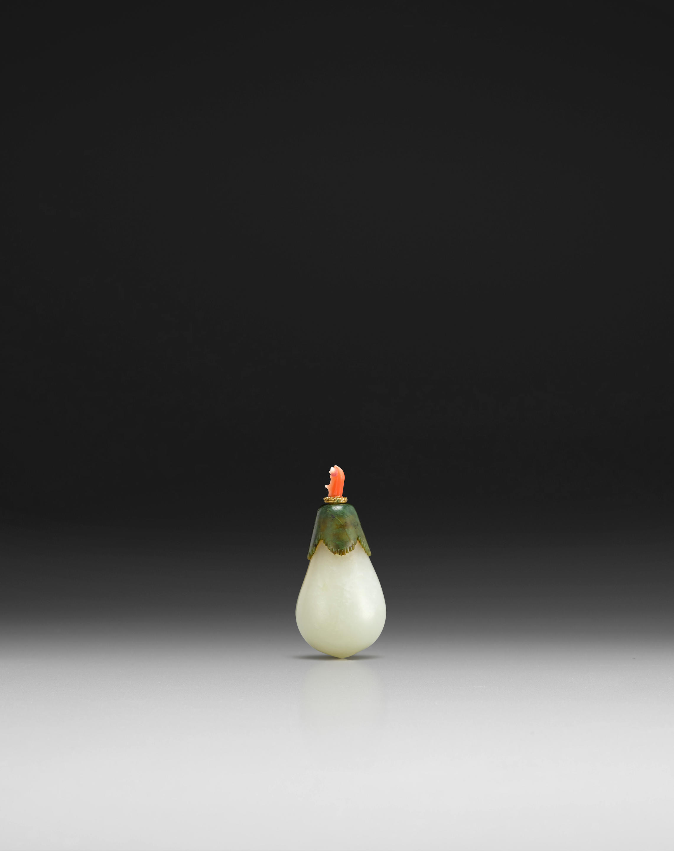 A WHITE AND GREEN JADE 'EGGPLANT' SNUFF BOTTLE
