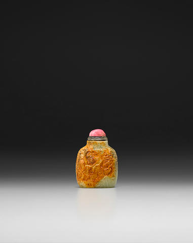 A YELLOW AND RUSSET JADE SNUFF BOTTLE Master of the Rocks School, 1780-1850