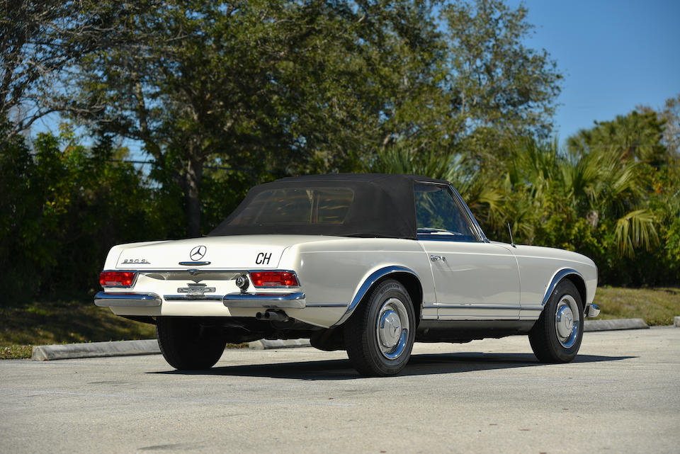 <b>1966 Mercedes-Benz  230SL</b><br />Chassis no. 113042.10.015934<br />Engine no. 127981.10.012575