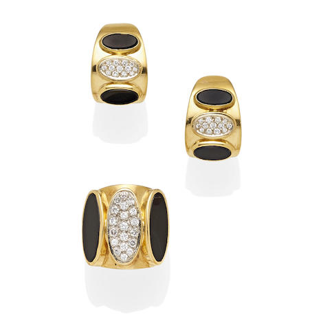 A pair of black onyx, diamond and 18k gold ear clips and ring set,  Medici