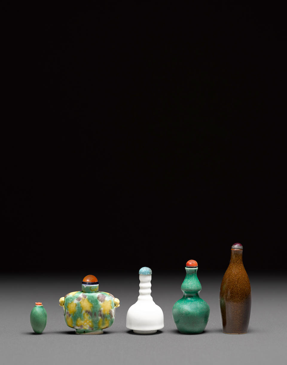 Five porcelain snuff bottles 19th century (5)