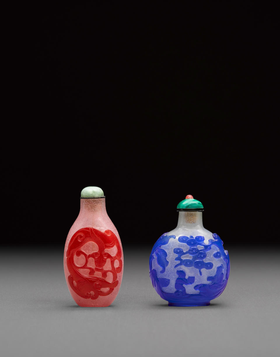 Two overlay decorated camphor glass snuff bottles 18th/19th century (2)