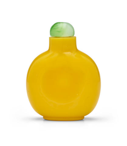 A YELLOW GLASS SNUFF BOTTLE  Imperial, Palace Workshop, Beijing, 1820-1880