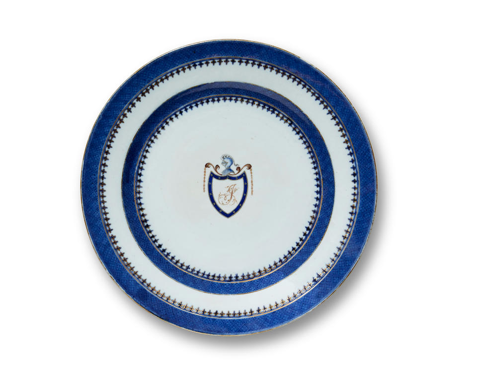 AN EXPORT CHINA DINNER PLATE FROM THOMAS JEFFERSON. A Chinese Export porcelain plate, bearing the J and Shield pattern of the Thomas Jefferson Presidential Service,