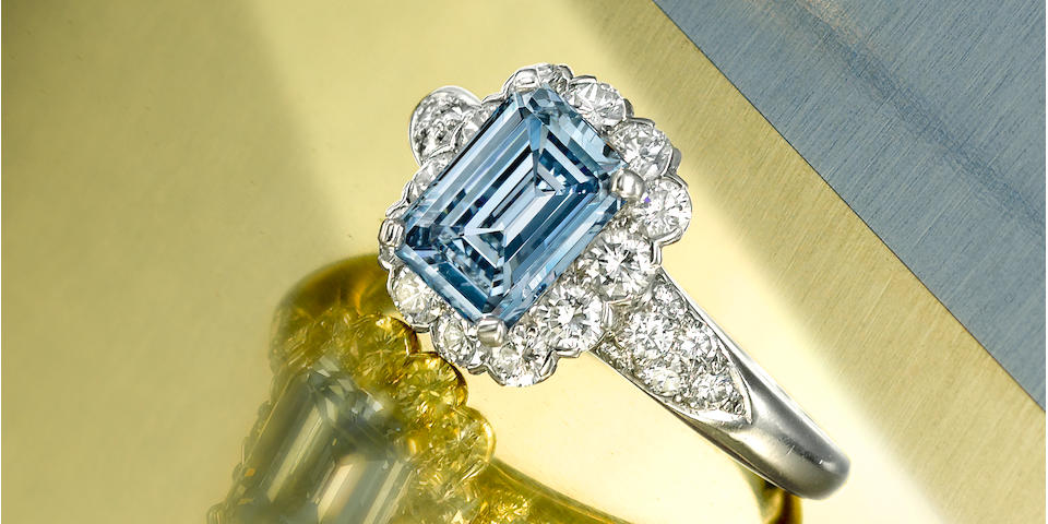 A rare and impressive fancy colored diamond and diamond ring, Van Cleef & Arpels