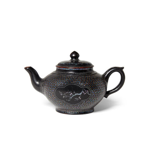 A lac burgauté covered yixing pottery teapot  (2)