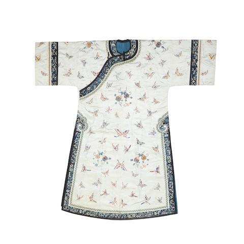 A Manchu woman's informal robe, changyi  Late Qing dynasty