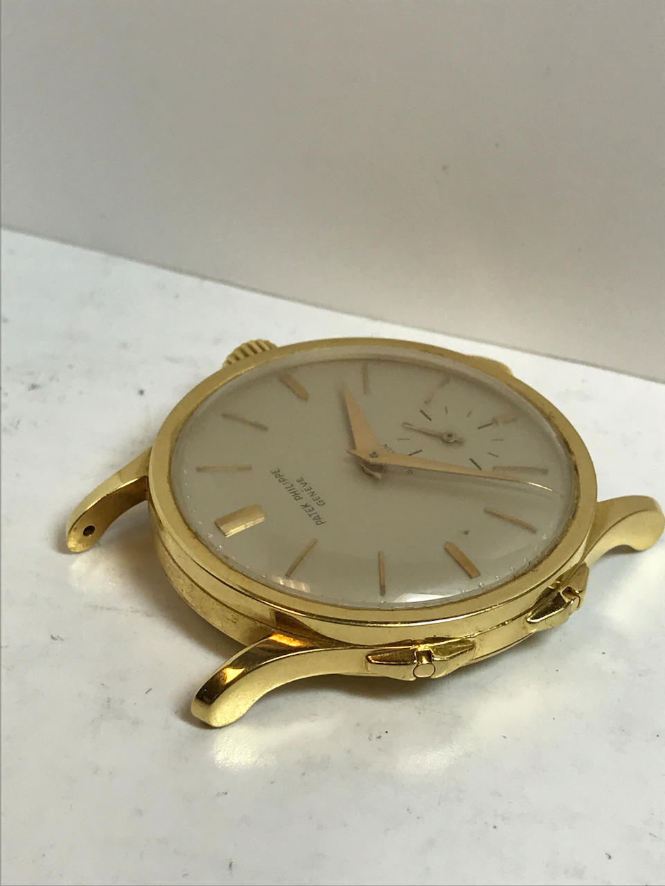 Patek Philippe. A fine and rare 18K gold dual time zone wristwatch with independently adjustable hour hand and an 18K gold braceletRetailed by Gübelin Ref: 2597, 1960