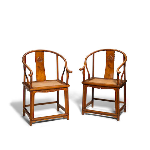 A pair of huanghuali horseshoe-back chairs Qing dynasty (2)