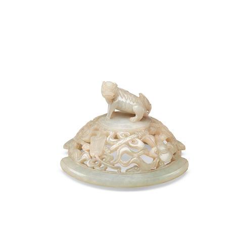A carved jadeite lid