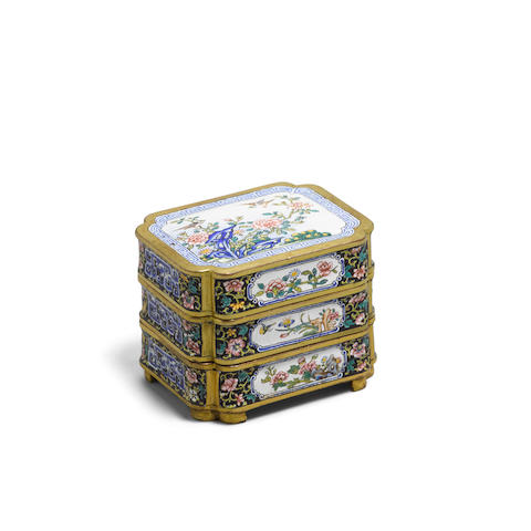 A Canton enamel three-tiered cosmetics box and cover Qianlong mark (4)