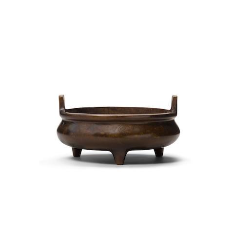 A cast bronze incense burner Xuande mark, 18th century