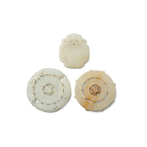 Three jade plaques  Late Qing/Republic period (3)