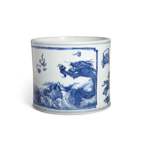 A BLUE AND WHITE 'DRAGONS AND ANTIQUES' BRUSH POT Kangxi