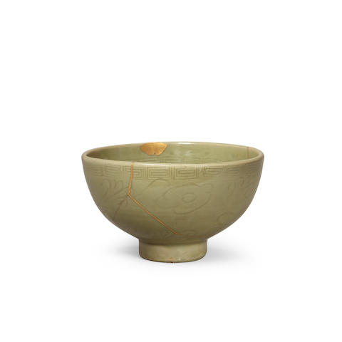 A Rare Longquan Celadon 'Filial-Piety' Bowl Early Ming dynasty, 14th/15th century