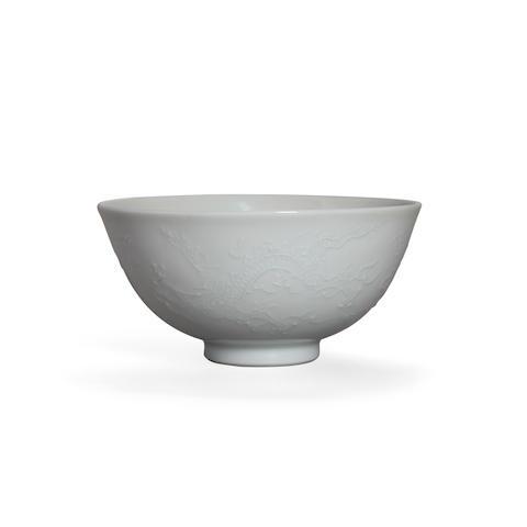 A Slip-decorated White-glazed Porcelain Bowl Miura Chikusen (1854-1915)